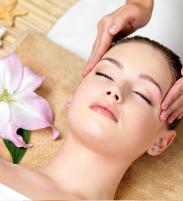 Relax and revive your entire head and scalp with a rhythmic and stimulating massage.